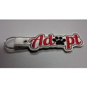 Sleutelhanger Adopt BUG001 - wit kunstleer, rode tekst, zwart hondenpootje